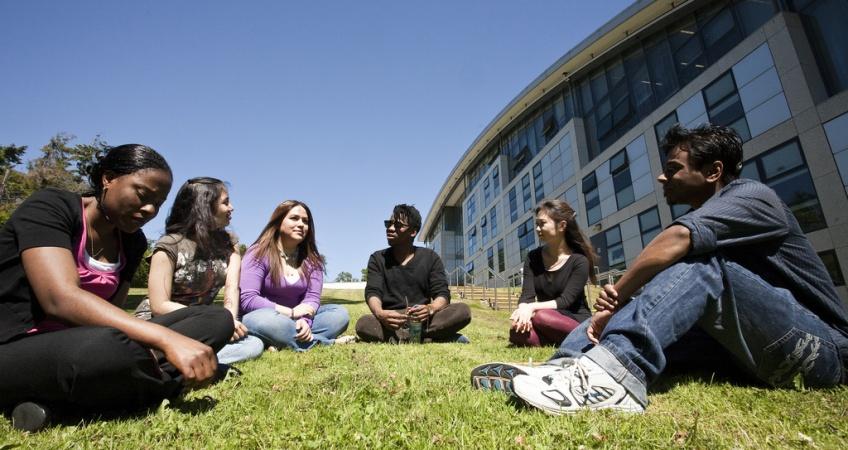 students_on_grasslandscape